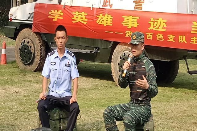 张豪在广西百色分享自己参与边境一线的战斗故事
