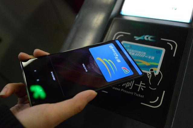 带张卡能在全国260城刷卡坐公交年内实现.jpg