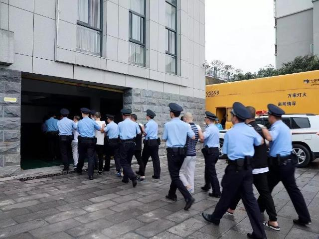 昭通公开审理熊斌等10人组织、领导、参加黑社会性质组织案1.jpg