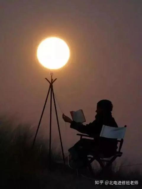 """法国摄影师 Laurent Laveder 的知名摄影集""""月亮游戏""""1.jpg"""
