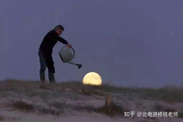 """法国摄影师 Laurent Laveder 的知名摄影集""""月亮游戏"""".jpg"""