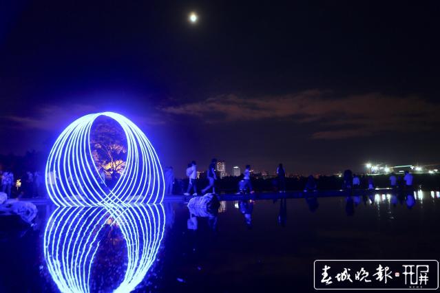 大观公园中秋变网红 2万人共度奇妙夜 (3).jpg