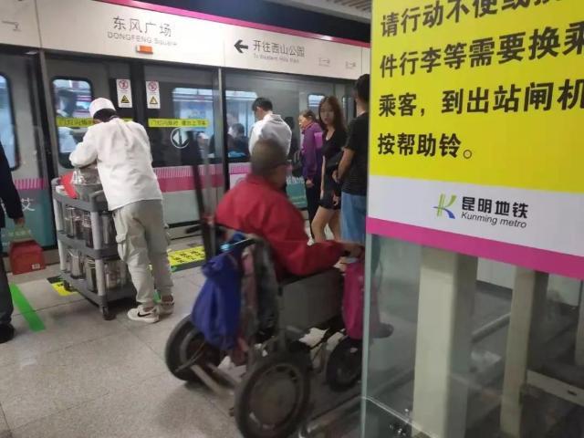 市民吐槽离云大医院最近的地铁站:没电梯、出站要爬4层楼…看病好难4.jpg