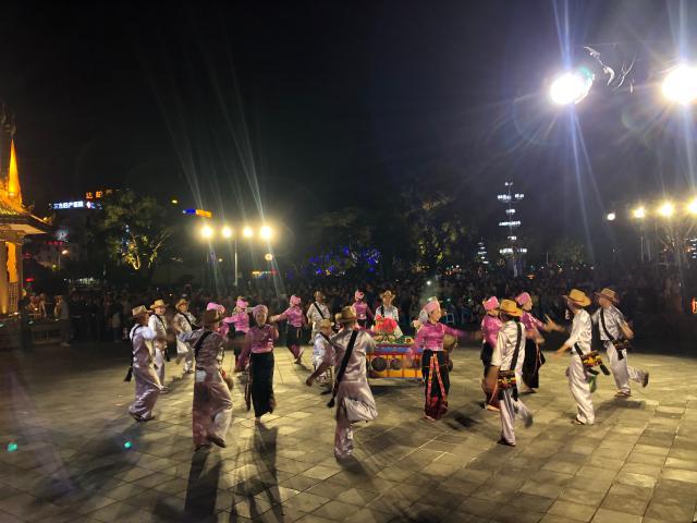 芒市举行嘎伴光比赛传承傣文化欢庆开门节