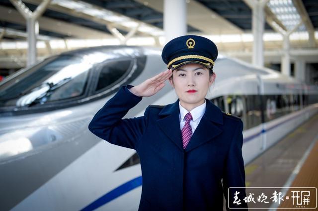 女高铁司机