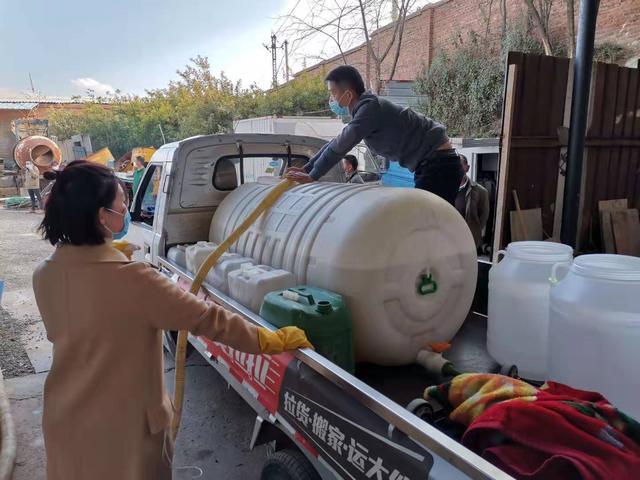 昆明爱心企业捐赠百吨消毒液原液