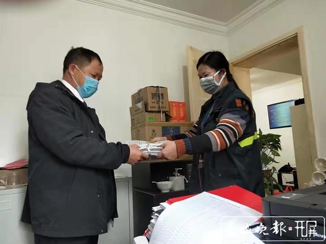 【共同战疫】曲靖罗平有个女子邮政投递班,她们坚守岗位不下火线 (2).jpg