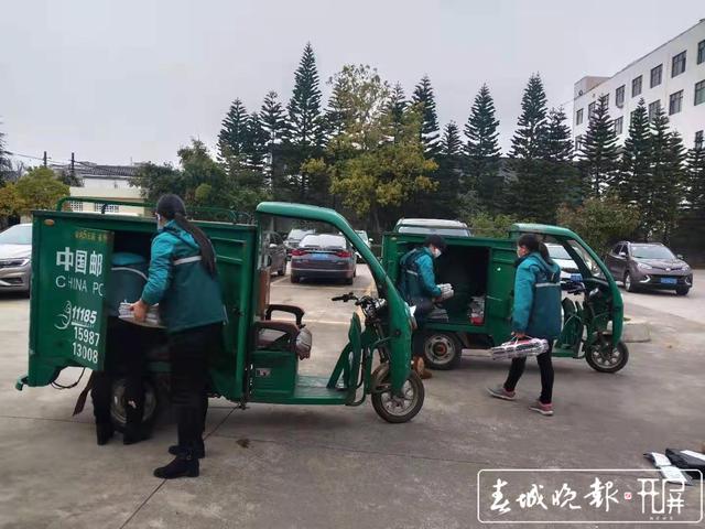 【共同战疫】曲靖罗平有个女子邮政投递班,她们坚守岗位不下火线.jpg