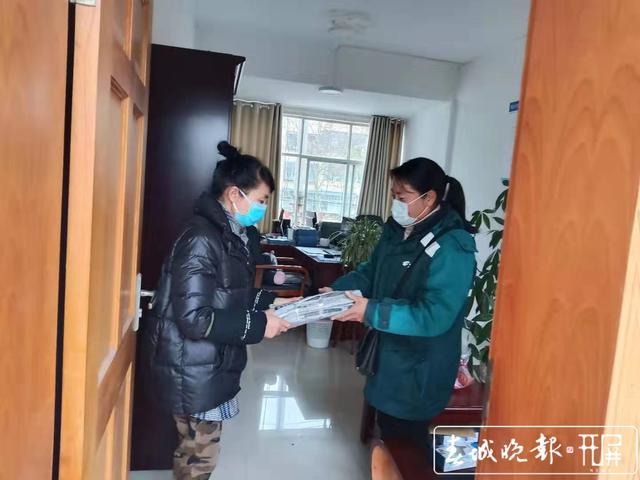 【共同战疫】曲靖罗平有个女子邮政投递班,她们坚守岗位不下火线 (3).jpg