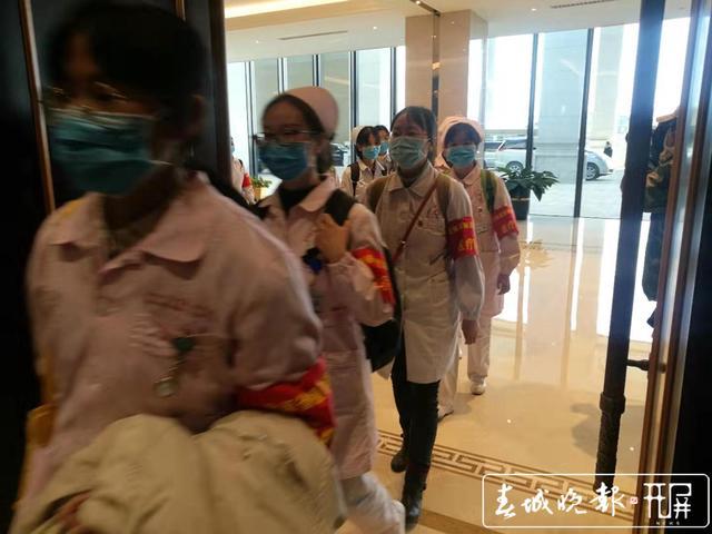 云南第二批援助湖北医疗队出征1.jpg