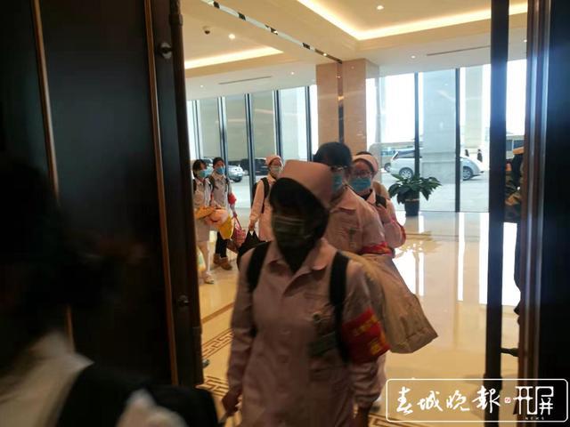 云南第二批援助湖北医疗队出征2.jpg
