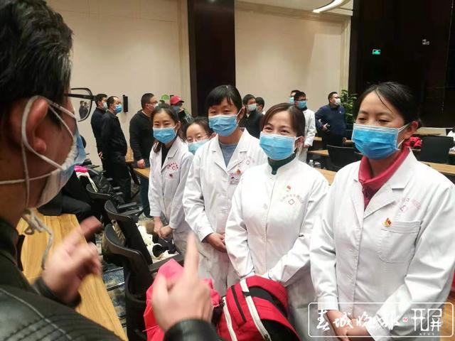云南第二批援助湖北医疗队出征9.jpg