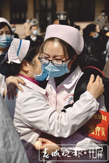 云南第二批援助湖北医疗队出征14.jpg