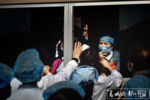 云南第二批援助湖北医疗队出征13.jpg