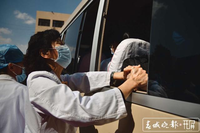 云南第二批援助湖北医疗队出征12.jpg