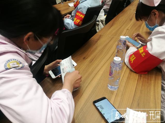 云南第二批援助湖北医疗队出征16.jpg