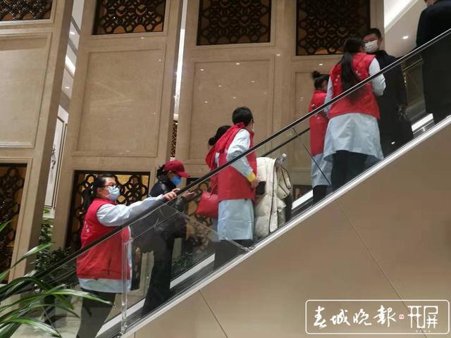 医疗队从长水机场出发2.jpg