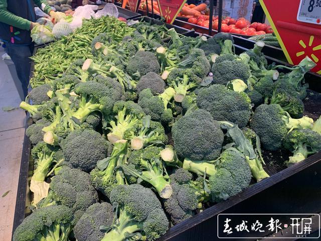 各超市生鲜商品供应充足,线上买菜记得错峰、提前下单.jpg