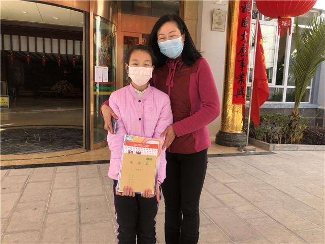 【暖心故事】湖北小朋友在丽江收到了新课本!