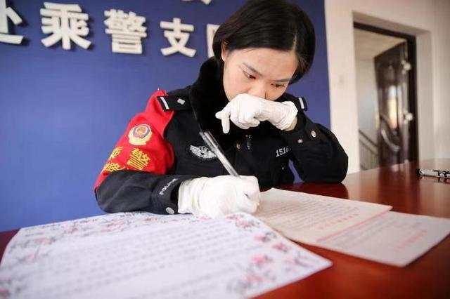 武汉籍女乘警