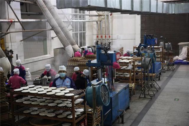 中国最大的茶企13日在西双版纳勐海复工7.jpg