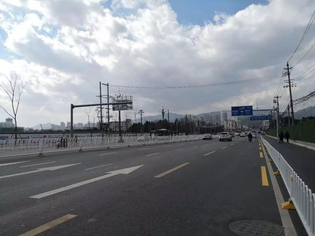 西山区12条道路整治复工.webp.jpg