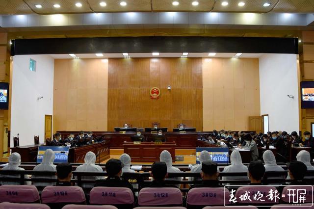 吴新明等32名被告人涉黑案件昨天开庭