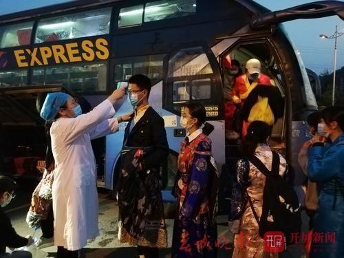 玉溪包车免费接迪庆藏区学生返校复课.jpg