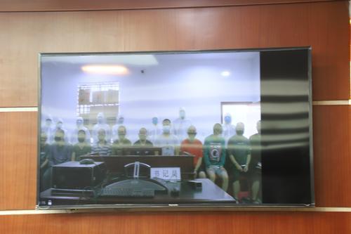 昭通远程公开庭审12名涉恶被告人3.jpg