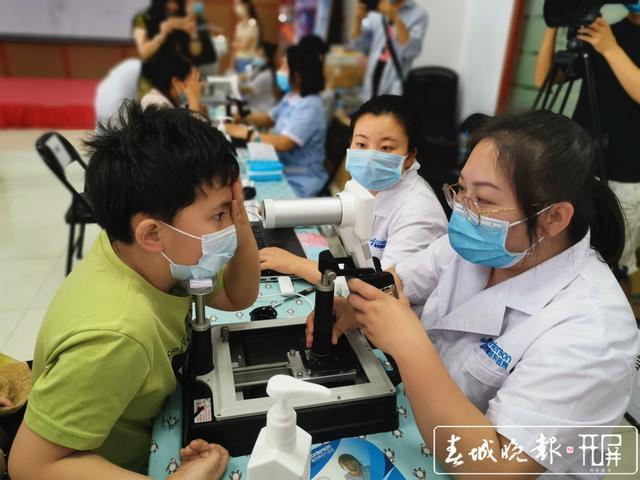昆明康特森眼科医院AI筛查助市民尽早发现眼底病