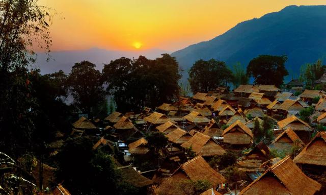 云南启动708个中国传统村落挂牌保护工作.png