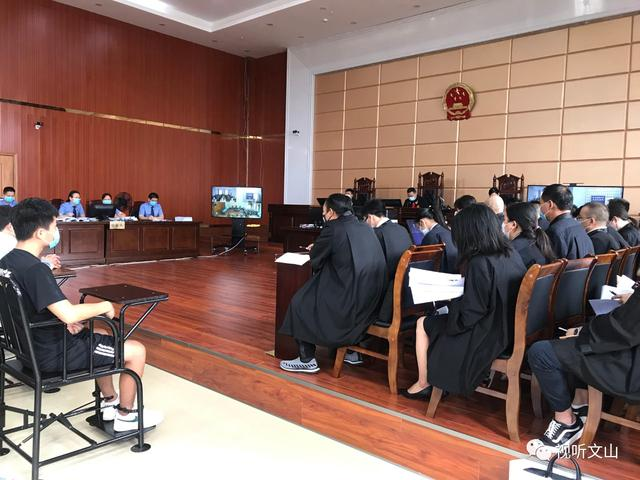 文山37人涉恶团伙接受审判5.jpg