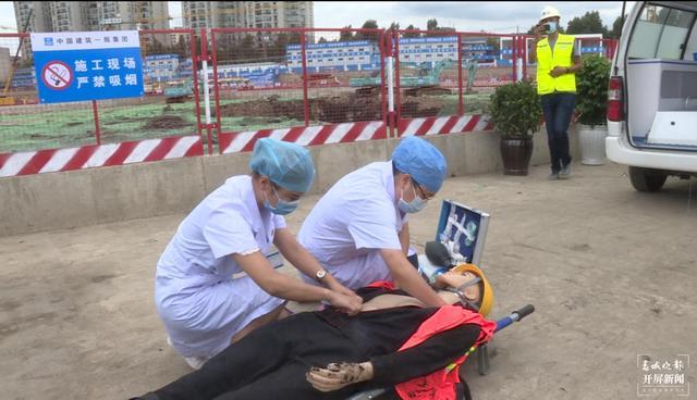 中建一局与官渡区东郊路社区联合开展应急救援演练