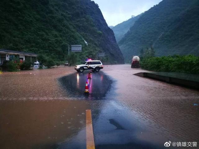 昭通境内多条公路无法通行1.jpg
