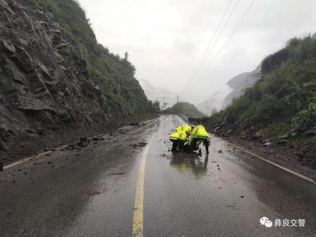 昭通境内多条公路无法通行11.jpg