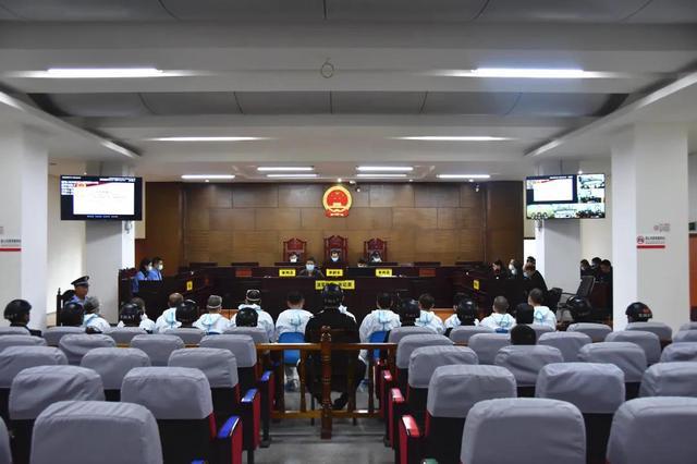 付守华等12名被告人涉黑案德宏中院在瑞丽市依法公开开庭审理.jpg