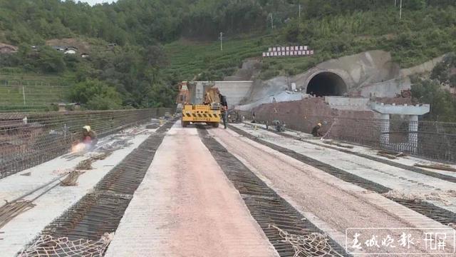 玉楚高速双柏至紫溪段42公里  将于今年年底通车