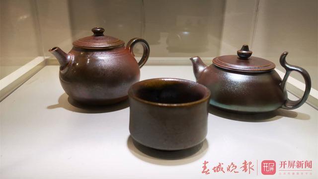 200余件建水紫陶精品展出7.jpg