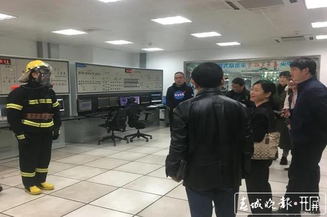 昆明地铁新增36个微型消防站3.jpg