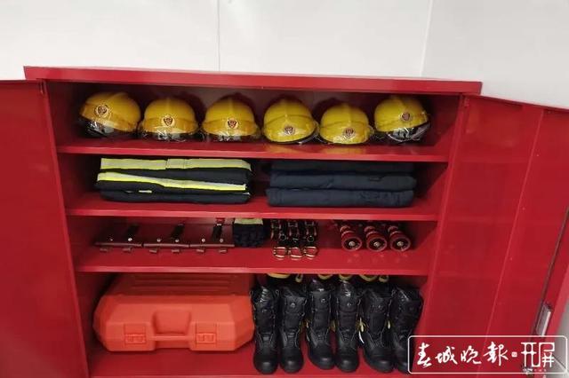 昆明地铁新增36个微型消防站2.jpg