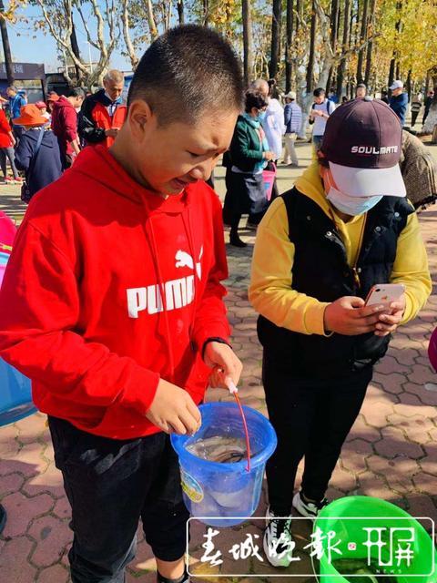 滇池放鱼活动