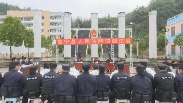 11月27日,富宁县人民法院巡回法庭审理了此案。.jpg