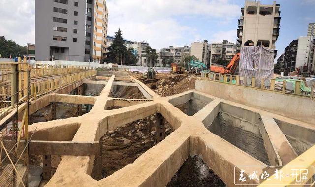 地铁5号线圆通公园站建设滞后18个月1.jpg