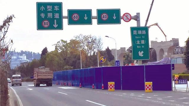 西北三环这一路段车道少一半2_副本.jpg