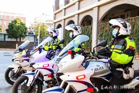 平安上学路,老师交警在守护!