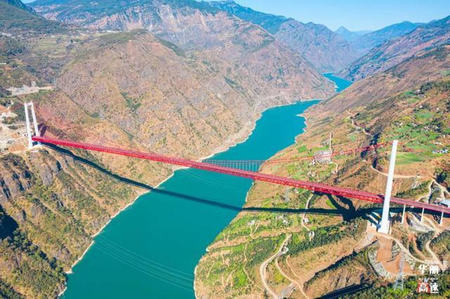 华丽高速金沙江大桥太过壮观引人停车拍照3.jpg