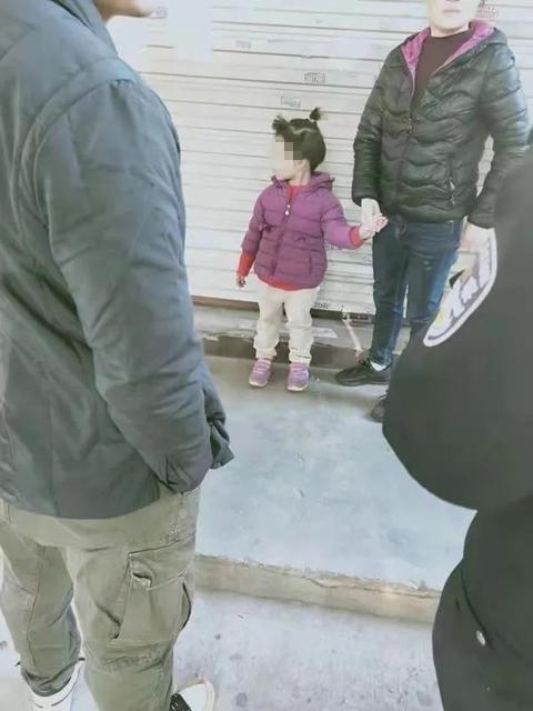 头发被剪衣服被换 泉州5岁女童失踪7小时后被陌生女子送回3.jpg