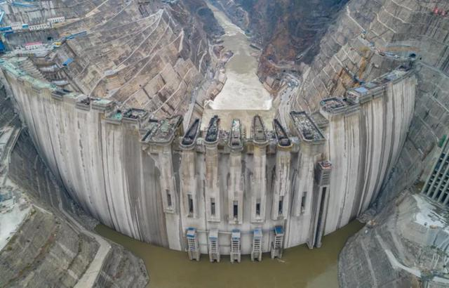 白鹤滩水电站预计今年5月实现大坝全线浇筑到顶2.jpg