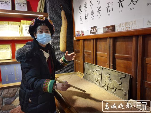 云南26个民族文化融合的大型原生态演出《爱在丽江》 记者:刘文波 摄