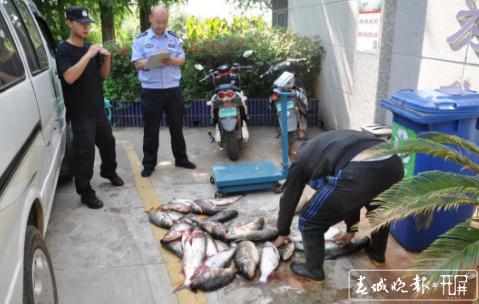 使用自制的电鱼器非法捕捞被抓 (3).png
